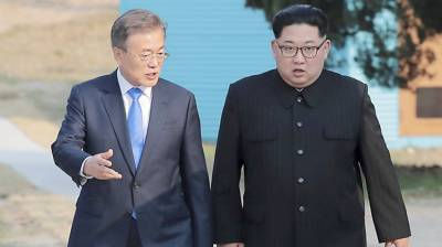 Moon Jae In, Kim Jong Un hold surprise meeting, discuss Trump-Kim summit