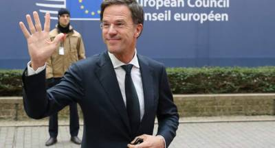 (VIDEO): Dutch PM Mark Rutte stuns World when he started cleaning up Parliament floor