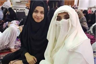Bushra Maneka clicked with actress Noor during Umrah