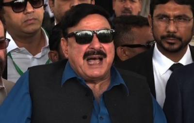 Don't return to Pakistan, Sheikh Rasheed tells Musharraf