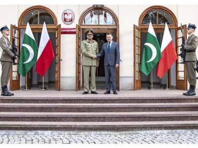 COAS General Bajwa discusses enhancing defence ties with Poland leadership