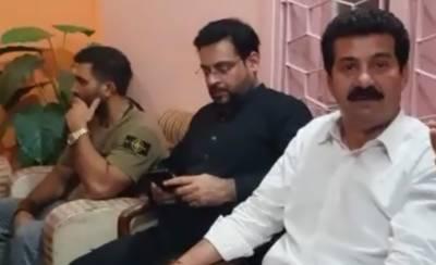 Dr Amir Liaqat Hussain gets a blow in Karachi