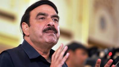 Sheikh Rashid Ahmed lands in hot waters