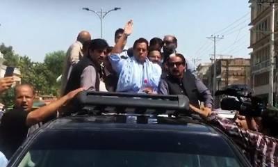 Captain (R) Safdar shows up at rally in Rawalpindi