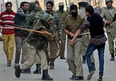 Indian army shoots dead three protesters in Kashmir