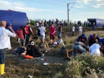 Train with 360 onboard derailed in Turkey, multiple casualties reported