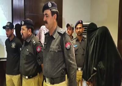 Two cops part of gang arrested by the Karachi police