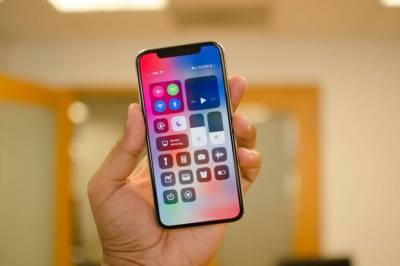 Apple unveils IPhone X like smartphone but with cheaper price