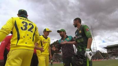 Glenn Maxwell apologise to Pakistani Captain over his disgruntled act after defeat