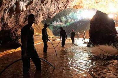 Treacherous Thai cave rescue bid enters second day