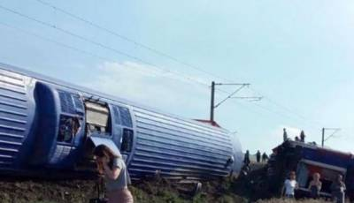 Turkey train derails en route to Istanbul, killing 10
