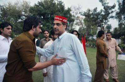 Election on Peshawar seat delayed after suicide blast kills ANP leader