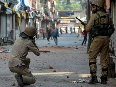 Indian Military hit 120 Kashmiris in direct live fire