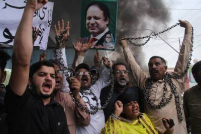 Protests break out in Lahore over crackdown against PML-N