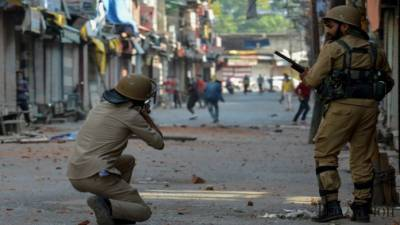 Two Indian paramilitary soldiers killed in Occupied Kashmir