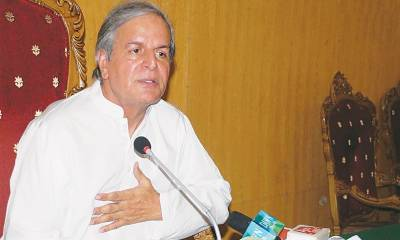 Imran Khan's govt to end within a year, predicts Javed Hashmi