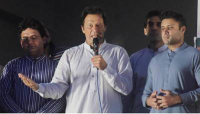 Nawaz should return looted Rs300bn, says Imran