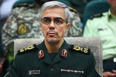 Iranian Army Chief received by senior military officers at Nur Khan Airbase