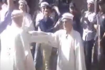 CJP Justice Saqib Nisar participate in a traditional dance in Gilgit-Baltistan