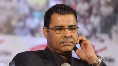 Waqar Younis vows to support Imran Khan's slogan of change