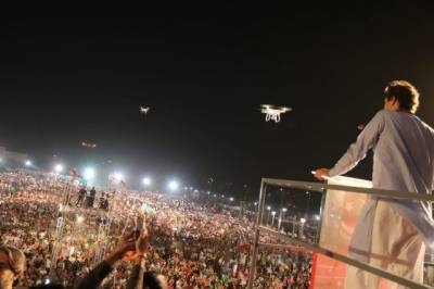 Imran Khan urges Karachi supporters to fight mafias