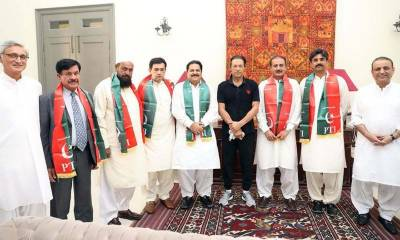 Battle for throne of Punjab: With four new independent MPA elect joining PTI, number game tilts
