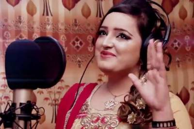Renowned singer Resham Khan killed in a cold blooded murder