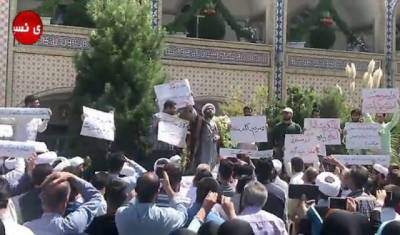 Iran protesters attack religious school as tensions mount