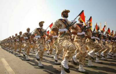 Iranian Revolutionary Guads hold war games in Gulf