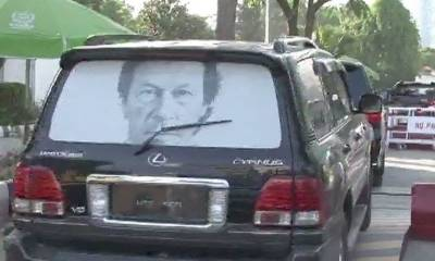 PM designate Imran Khan reaches Peshawar without any protocol and even security squad