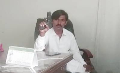 Sacked factory worker takes employees hostage at gunpoint in Karachi