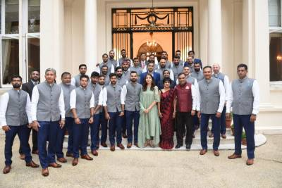 Anushka Sharma, wife of skipper Virat Kohli comes under fire by Indian fans in England