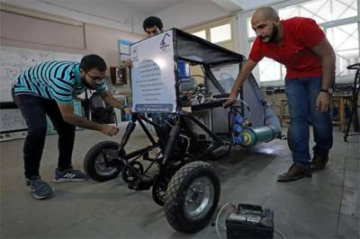 Students invent a car that runs on air only