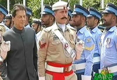 Guard of honour presented to Imran Khan on his arrival at PM House