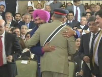Indian Minister and former cricketer Navjot Singh Sidhu hugged COAS General Bajwa