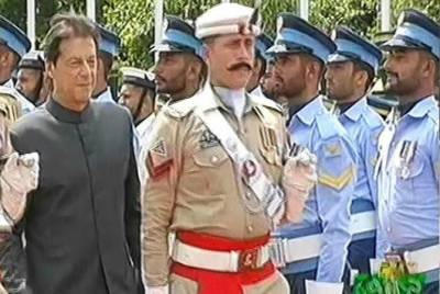 PM Imran Khan presented with guard of honour at PM House