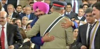 What message Pakistan Army Chief General Qamar Bajwa delivered to Navjot Sidhu?