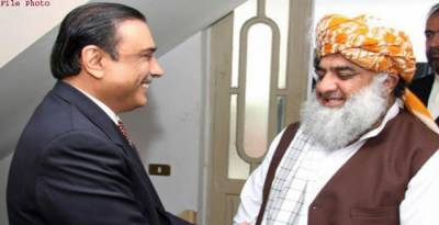 Asif Zardari is annoyed with MMA Chief Fazal ur Rehman