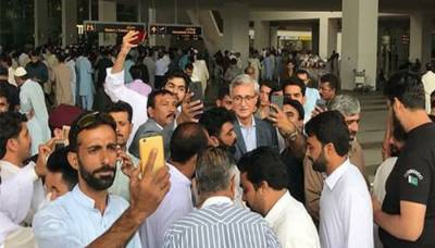 Jehangir Tareen returns back from abroad to bring independents into PTI for presidential election