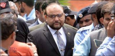 Panama JIT head Wajid Zia and Sharif's lawyer Khwaja Haris clash in Accountability Court