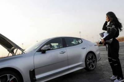 Saudi girls skid and drift in sports cars in Riyadh park