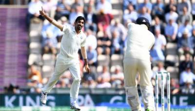 England collapses against India in the fourth test match