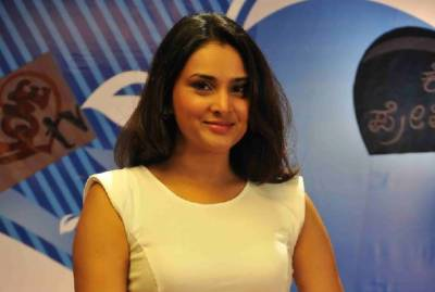 Indian politician Divya Spandana charged with sedition for praising Pakistan