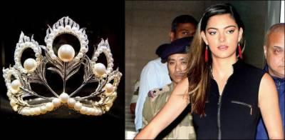 Miss Universe 2017 gets a shock at Mumbai Airport