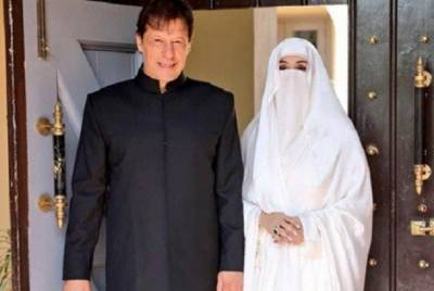 Controversy surrounding the social media accounts of the first lady Bushra Imran clarified