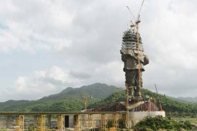 India's billion dollar battle with the tallest statues