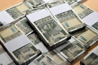 Indian Rupee hits historic low against US dollar