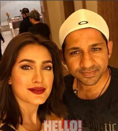 Skipper Sarfraz Ahmed comments on film industry of Pakistan, gets response from male and female icons