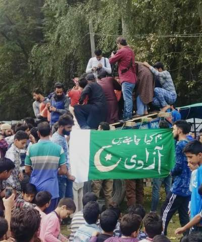 Thousands attend the funeral prayers of martyred Kashmiri youth in Srinagar