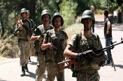 Two Turkish soldiers arrested at Greek border